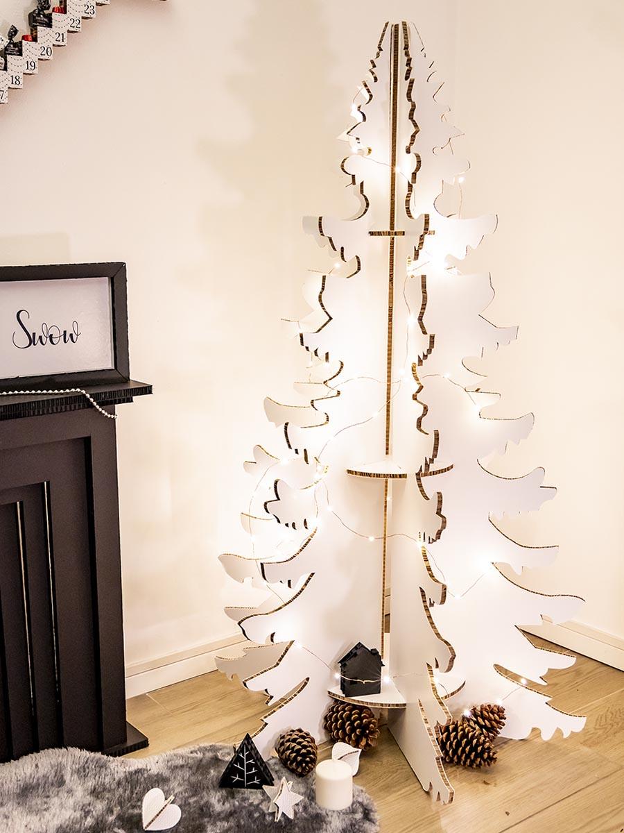 albero di natale bianco in cartone alveolare